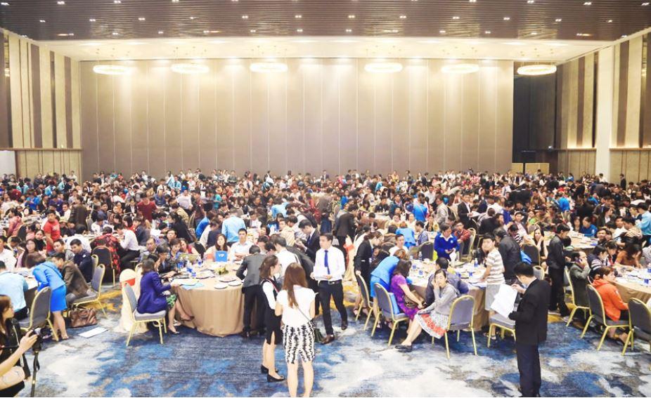 Khách hàng tham dự buổi lễ ra mắt dự án dragon smart city